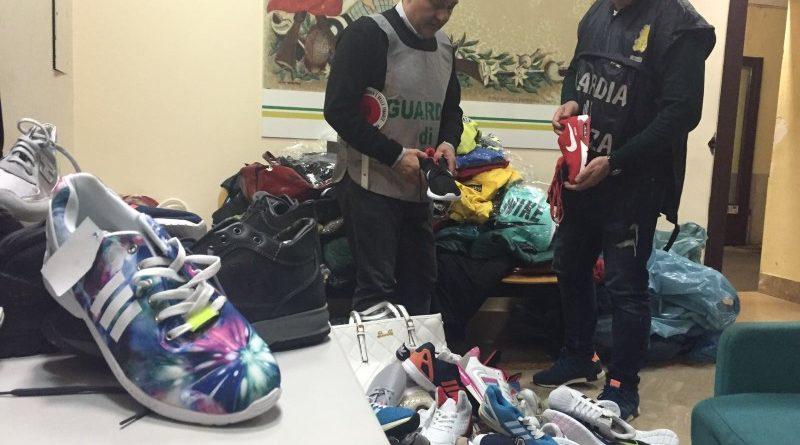 (VIDEO) Maddaloni. Sequestrasti dalla Finanza prodotti contraffatti –  LaRampa.it f13aaad7a47