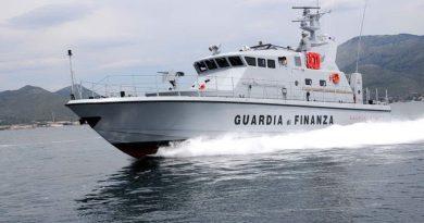 """(VIDEO) """"Sto affogando"""", caduto in mare salvato al largo di Ladispoli"""