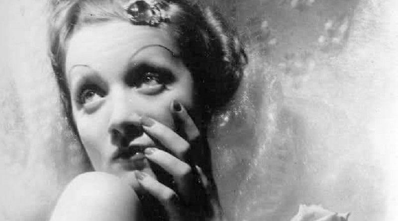 """FOTOGRAFIA"""". Cecil Beaton - Ritratto di Marlene Dietrich (1935 ..."""