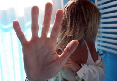 Evade dai domiciliari per violentare la cognata: finisce in manette