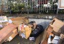(FOTO) Aversa. Chiude attività e sversa rifiuti in strada: multa all'esercizio commerciale