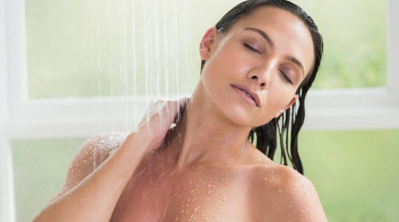 Video di ragazza in doccia