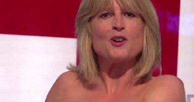 (VIDEO) Brexit, giornalista si spoglia per protesta