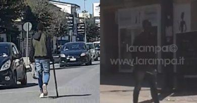 (VIDEO) San Cipriano. Armato di bastone urla: 'Italiani di merda', arrestato
