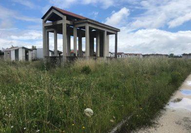 """Casaluce. Nuovo cimitero impraticabile, Cutillo: """"Serpenti spaventano visitatori"""""""