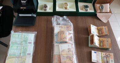 Blitz DDA a Salerno: sequestrati orologi e contante