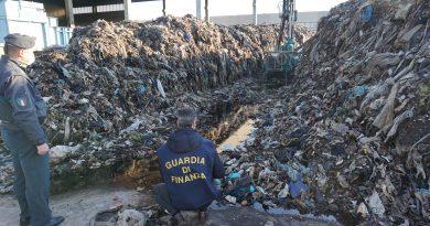 (FOTO/VIDEO) Caserta. Arrestato l'amministratore della Lea: rifiuti interrati nel sottosuolo