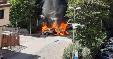 (VIDEO) Aversa. Auto in fiamme al Parco Coppola