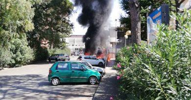 (VIDEO) Aversa. Auto in fiamme al Parco Coppola: svelata origine