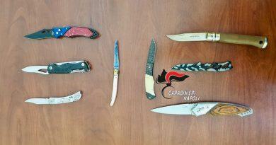 (FOTO) Napoli. Giovanissimi con coltelli: blitz Polizia – Carabinieri