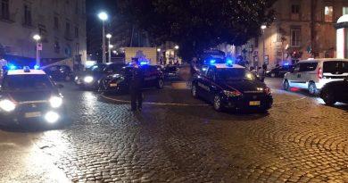 Napoli. Controlli dei Carabinieri in Piazza Monteoliveto, Piazza del Gesù e Piazza Dante