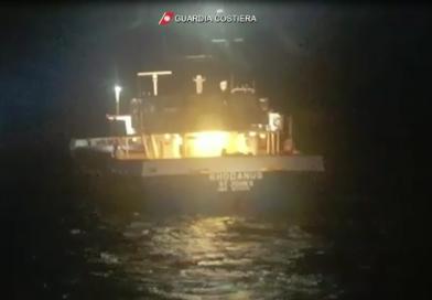 (VIDEO) Cargo si arena in Corsica: soccorsa dalla Guardia Costiera