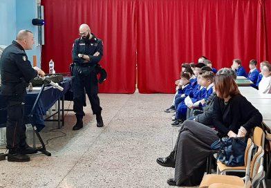 (FOTO) Nola. Prevenzione danni fuochi d'artificio: Carabinieri incontrano alunni