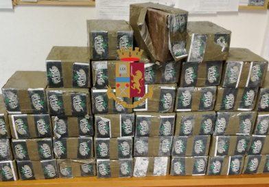 (FOTO) Napoli. Polizia arresta corrieri della droga: sequestrasti circa 40kg hashish