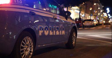Giovane rapinata della borsa, Polizia ferma presunto autore