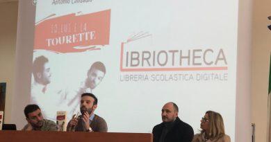 """(FOTO) Aversa. """"Io, Lui e la Tourette"""", presentazione al Liceo Jommelli"""