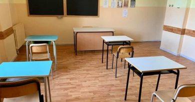 Covid, scuole chiuse in Campania: De Luca firma l'ordinanza