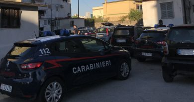 Minaccia i genitori e pretende denaro ma viene arrestato dai Carabinieri