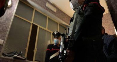 (FOTO) 64enne incensurato nascondeva in casa quasi 3 chili di droga e soldi