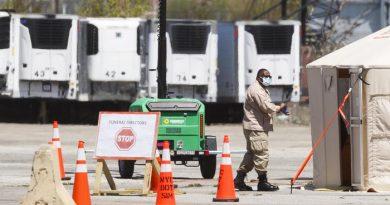 Covid, centinaia cadaveri in camion frigoriferi a New York