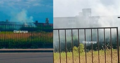 (FOTO) Aversa. Incendio nei pressi della linea ferroviaria